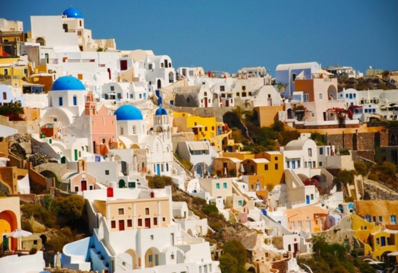 Keindahan Eksterior Cat Pemukiman di Santorini Yunani